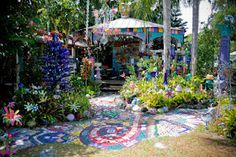 The Daily Telecraft: Field Trip: The Bowling Ball House / Whimzey Twinz in Safety Harbor, FL