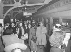 CHICAGO – ELEVATED PLATFORM – CROWD AND TRAIN – 1946