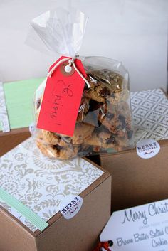 Easy way to package up cookies as gifts.