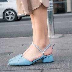 1904BLA47766 (12) Black Flats Shoes, Fancy Shoes, Pretty Shoes, Casual Shoes, Women's Shoes, T Strap Flats, Ankle Strap Shoes, Sneakers Fashion, Fashion Shoes