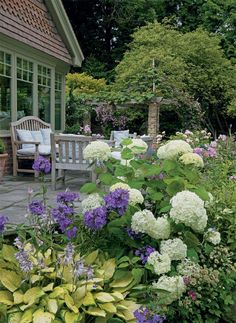 A perfect summer garden | Period Living
