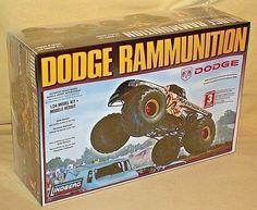 RAMMUNITION MODEL KIT LINDBERG DODGE HEMI 4X4 MONSTER TRUCK 73015 NEW HALL #Lindberg