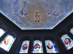 Capilla El Aleph (hoy auditorio), del Centro Cultural Recoleta: el mural de la Medalla Milagrosa de Francisco Paolo Parisi ha recuperado la fisonomía creada por el artista en 1906.