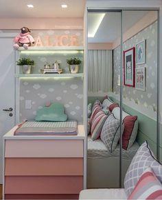 Um quartinho para sonhar com tema de nuvem super aconchegante e com uma paleta de cores que amamos!  Projeto @depaulaenobrega . Facebook.Com/blogarquiteturadecoracao arqdecoracao arqdecoracao @arquiteturadecoracao @conceitto.arquitetura . #adquarto #quartobebe #adquartobebe #grupodecordigital #olioli_lifestyle #arquiteturaedecoração Bedroom Closet Design, Room Ideas Bedroom, Baby Bedroom, Baby Room Decor, Home Decor Bedroom, Cool Dorm Rooms, Condo Living, Home Office Design, Girl Room