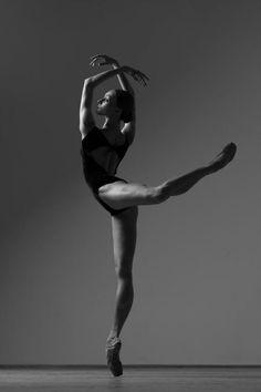 Olga Smirnova Ольга Смирнова, Bolshoi Ballet Большой театр - Photographer Darian Volkova Дарьян Волкова for World of Ballet Ballerina Photography, Dance Photography Poses, Dance Poses, Dance Picture Poses, Art Ballet, Ballet Dancers, Ballerinas, Dancers Body, Ballet Pictures