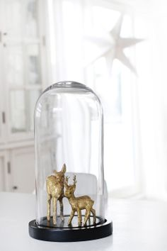 ♥ I was thinking that you could actually make this by taking some plastic toy deer animals and spray painting them gold then gluing them to the base of the display box. Just an idea.