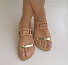 Want these!!!! Leather and gold sandals are PERFECT for summer. Stitch fix shoes. Try stitch fix today and get the latest styles delivered right to your door. Spring summer stitch fix 2017 #affiliatelink #flatsmoda