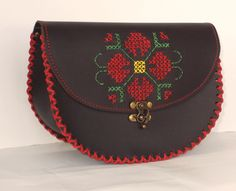 Rustic - floare (145 LEI la ro-shop.breslo.ro) black leather bag with folk ornament - flower