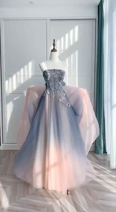 Ombre Prom Dress Source by hazylumos prom dresses Ombre Prom Dresses, Unique Prom Dresses, Beautiful Prom Dresses, Quinceanera Dresses, Pretty Dresses, Elegant Dresses, Formal Dresses, Lace Evening Dresses, Prom Party Dresses