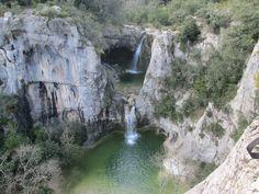 La cascade de la Sompe se trouve sur la commune de Lagorce (la plus étendue d'Ardèche), la Sompe est un affluent du Salastre qui descend jusqu'à l'Ibie et traverse le village en son bas. Une partie du cours de La Sompe est souterrain et forme deux magnifiques cascades à voir absolument. Ces cascades sont intermittentes et on peut les admirer en eaux dans l'arrière saison ou après de grosses pluies. La cascade de la Sompe est aussi appelée le Trou du Diable. Pour y accéder : A environ 4…