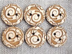 """Wood buttons.  - You will get 6 buttons. - Dimensions: 3cm / 1.2"""" diameter with 2 holes. If you would like other sizes, please write me. - Material: wood"""