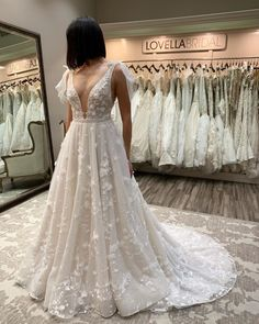 This gown is nothing less than spectacular! Berta Berta Berta!