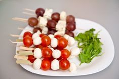 Aperitive pentru Paste. Idei de platouri - Case practice Paste, Fruit, Birthday, Food, Birthdays, Eten, Meals, Birth Day, Diet