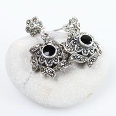 This elegant earrings were created using 'marquesita' technique. They are made from pure mexican silver, marcasite crystals and obsidian.