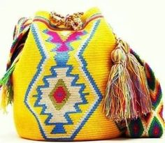 Risultati immagini per crochet pattern wayuu bag Crochet Handbags, Crochet Purses, Crochet Bags, Crochet Crafts, Crochet Projects, Mochila Crochet, Tapestry Crochet Patterns, Diy Mode, Bag Pattern Free