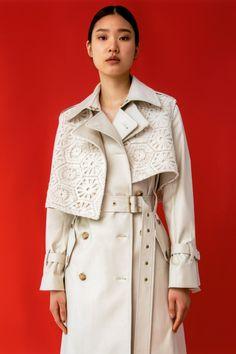 Fashion News, Fashion Outfits, Womens Fashion, Fashion Trends, Fashion Show Collection, Winter Collection, Suits For Women, Clothes For Women, Vogue Magazine