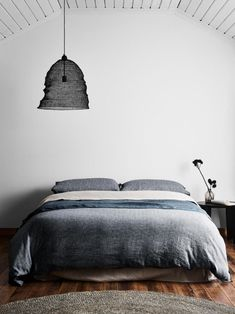 Subtly woven in a textured, herringbone pattern and flanked by our trademark frayed fringes, this luxurious linen cotton bedlinen seamlessly walks the line between timeless style and chic modernity. Quilt Bedding, Linen Bedding, Queen Bed Quilts, Herringbone Quilt, Superking Bed, Quilt Cover Sets, Large Furniture, King Beds, Printing On Fabric