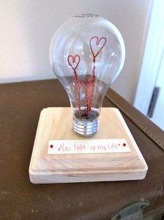 "DIY: Valentine Light Bulb ""you light up my life"" Cute Valentine Ideas, Homemade Valentines, Valentine Day Crafts, Valentine Decorations, Be My Valentine, Saint Valentine, Saint Valentin Diy, Valentines Bricolage, Light Bulb Crafts"