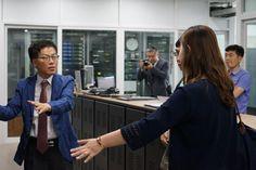 시설견학중인 CCTV 제작협력회의 참가자들