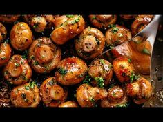Buttery Garlic Mushrooms with a mouth watering herb garlic butter sauce! You wil. - Side Dishes Recipes - Buttery Garlic Mushrooms with a mouth watering herb garlic butter sauce! Vegetarian Recipes, Cooking Recipes, Healthy Recipes, Healthy Mushroom Recipes, Garlic Recipes, Baby Bella Mushroom Recipes, Burger Recipes, Tapas Recipes, Steak Recipes