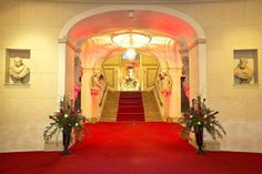 The entrance area of Palais Auersperg. Microsoft Office, Palace, Entrance, Classic, Building, Home, Traveling, Entryway