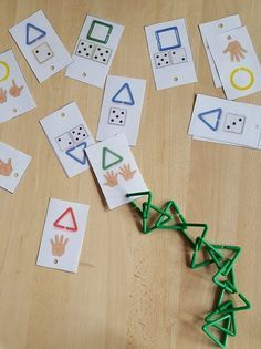 Game: the geometric links I have been trying for a while to exploit my geometric links and I think I have found how to do it. Little simple game that highlights several skills: counting, shapes, colors, and recognition … Toddler Activities, Preschool Activities, Petite Section, Classroom Games, Matching Games, Kindergarten Math, School Projects, Some Fun, Diy For Kids