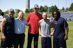 Pats fan Kenny Chesney poses w/ Wes Welker, Robert Kraft, Tom Brady & Deion Branch