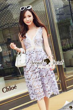 Seoul Secret Say's... Softly Violet Lace Premium Dress เนื้อผ้าลูกไม้อย่างดี เกรดพรีเมียม ทอและฉลุเป็นลายดอกไม้ เนื้อด้ายทอแน่นละเอียดสวย ใช้โทนสีม่วงแบบพาสเทาอมเทานิดๆทรงสวย สไตล์ Self-Portrait งานเย็บสวย เนื้อผ้าสวย เนื้องานละเอียดสวยอย่างดีนะคะ Color : สีม่วงอมเทา  สนใจ ติดต่อ :  Facebook   : www.facebook.com/adsdress  Line            : @adsdress Instagram   : @adsdress Tel.              : 0986967889 E-mail         : adsdress@hotmail.com