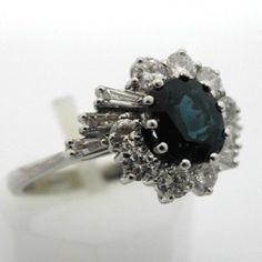 Bague de fiançailles en or gris saphir et diamants.  VENDUE  Bague saphir or et diamants. 2600 euros TTC  #bague #vintage #fiancailles #paris