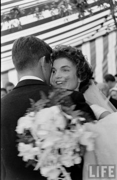 THE WEDDING OF JOHN F. KENNEDY AND JACQUELINE BOUVIER, SEPTEMBER 12, 1953 Beautiful photos. I wish I had photos like this of my parents' wedding!