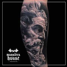 By Camilo Tuero #tattoo #tattoos #tatuagens #tatuagem #realismo #realism #blackandgrey #blackandgreytattoo #portrait #reslistic #zeus #statue #estatua #man
