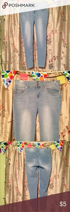 💚Rue 21 Mid Rise Jeggings 77% cotton 21% polyester 2% spandex short mid rise size 3/4 Rue 21 Pants Leggings