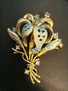 OLD VINTAGE ENAMEL BLUE RHINESTONES PIN BROOCH LARGE FLOWER LOVELY