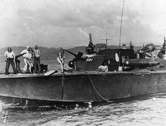 PT-321 an Elco 80-footer of Motor Torpedo Boat Squadron 21 (MTBRon 21) picking up Japanese survivors in Surigao Strait Philippines 25 October 1944. Fletcher Class Destroyer, Yamato Battleship, Us Submarines, E Boat, Navy Carriers, Royal Australian Navy, Capital Ship, Us Navy Ships, Big Battle