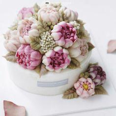 Декор тортов. Реалистичные и нежные цветы на торте.
