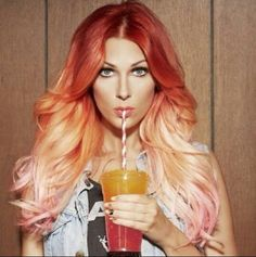 Reverse red/pink ombre. Beautiful dimension of colors