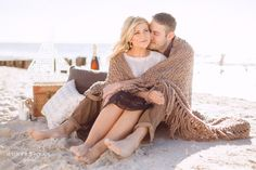 Naples Wedding Photographer | Naples Beach Nautical Engagement Inspiration | Winter Beach Picnic Engagement Photography | Florida Destination Wedding Photography @JET SET WED >>> Kehrin