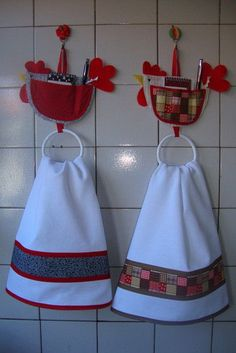Towels & Towel Hangers (Not in English, but you get the idea. Dish Towels, Hand Towels, Tea Towels, Fabric Crafts, Sewing Crafts, Sewing Projects, Towel Dress, Diy And Crafts, Kids Crafts