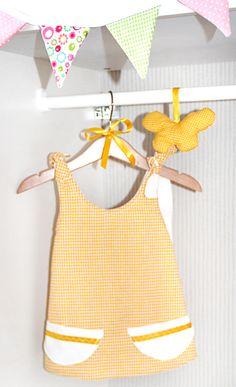 süßes Babykleid in Gelb