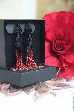 Купить Серьги-кисти с градиентом в стиле oscar de la renta - черный, бордовый, алый