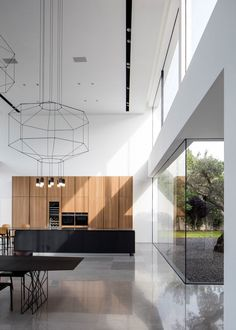 Image 21 of 54 from gallery of F House / Pitsou Kedem Architects. Photograph by Amit Geron Contemporary Interior Design, Modern Kitchen Design, Interior Design Kitchen, Kitchen Decor, Kitchen Ideas, Interior Livingroom, Kitchen Tile, Minimalist Architecture, Interior Architecture