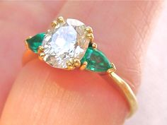VINTAGE 1.25ct ANTIQUE OVAL CUT DIAMOND TRILLIANT EMERALD SIDES ENGAGEMENT RING $6775