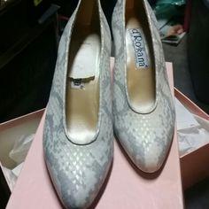 D' Rosanna shoes Neiman marcus Gorgeous new shoes Neiman marcus D rosana Shoes Heels