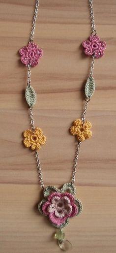 Chrochet Flower Necklace  •  Knit Or Crochet a knit or crochet necklace in under 30 minutes