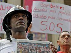 Bombeiros do Rio lutando por melhores condições de trabalho e melhores salários.