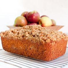 apple crumble loaf w/ cinnamon streusel & cinnamon apple layer Apple Desserts, Apple Recipes, Just Desserts, Sweet Recipes, Baking Recipes, Delicious Desserts, Dessert Recipes, Yummy Food, Bread Recipes