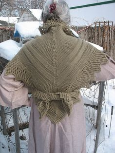 Free recreation of 1800s historical Danish shawl