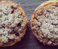 Mini apple pie with cinnamon crumble topping | Mini pie de manzana con crumble de canela! Muy pronto en el blog!!  #food #foodie #foodporn #hungry #mexico #tasty #yum #foodphoto #apple #pie #applepie #foodgasm #fresh #baking #sweet #delicious #fruit #homemade #vsco #vscocam #dessert #cake #feedfeed