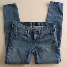 {J. Crew} toothpick jeans J Crew toothpick skinny ankle jeans  • light wash denim • very good used condition  • please ask any and all questions before purchasing! • no trades J. Crew Jeans Skinny