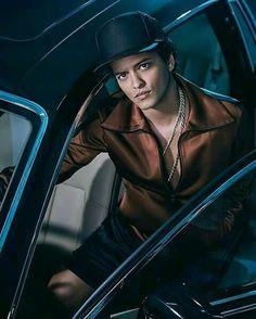 Singer Bruno Mars is photographed for Latina Magazine on October 2016 in Los Angeles, California. Mars Wallpaper, John David, Raining Men, Pop Singers, My Favorite Music, Perfect Man, Man Crush, Beautiful Men, Beautiful People
